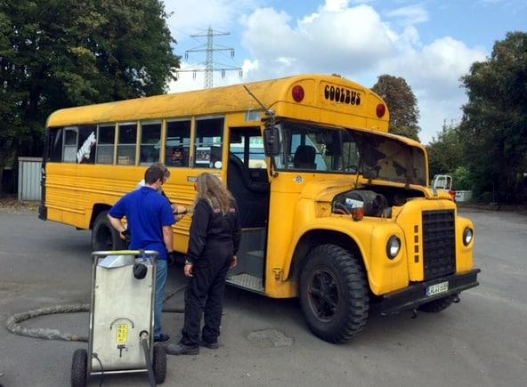 Trockeneisstrahlen beim US School Bus