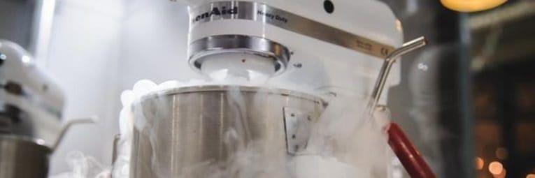 Eisherstellung mit Flüssigstickstoff