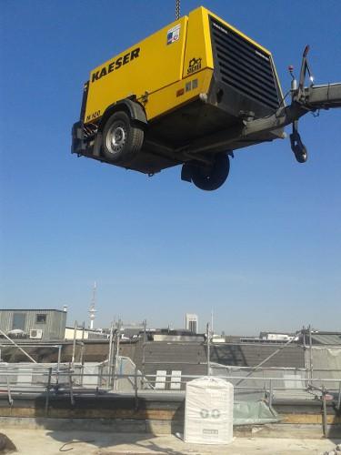 Kompressor wird zur Baustelle transportiert