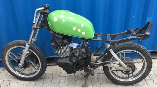 Mit Trockeneisstrahlen Lack vom Motorrad entfernen - Vorher