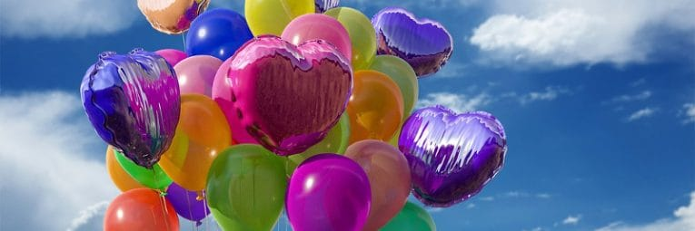 Luftballons für Hochzeit steigen lassen